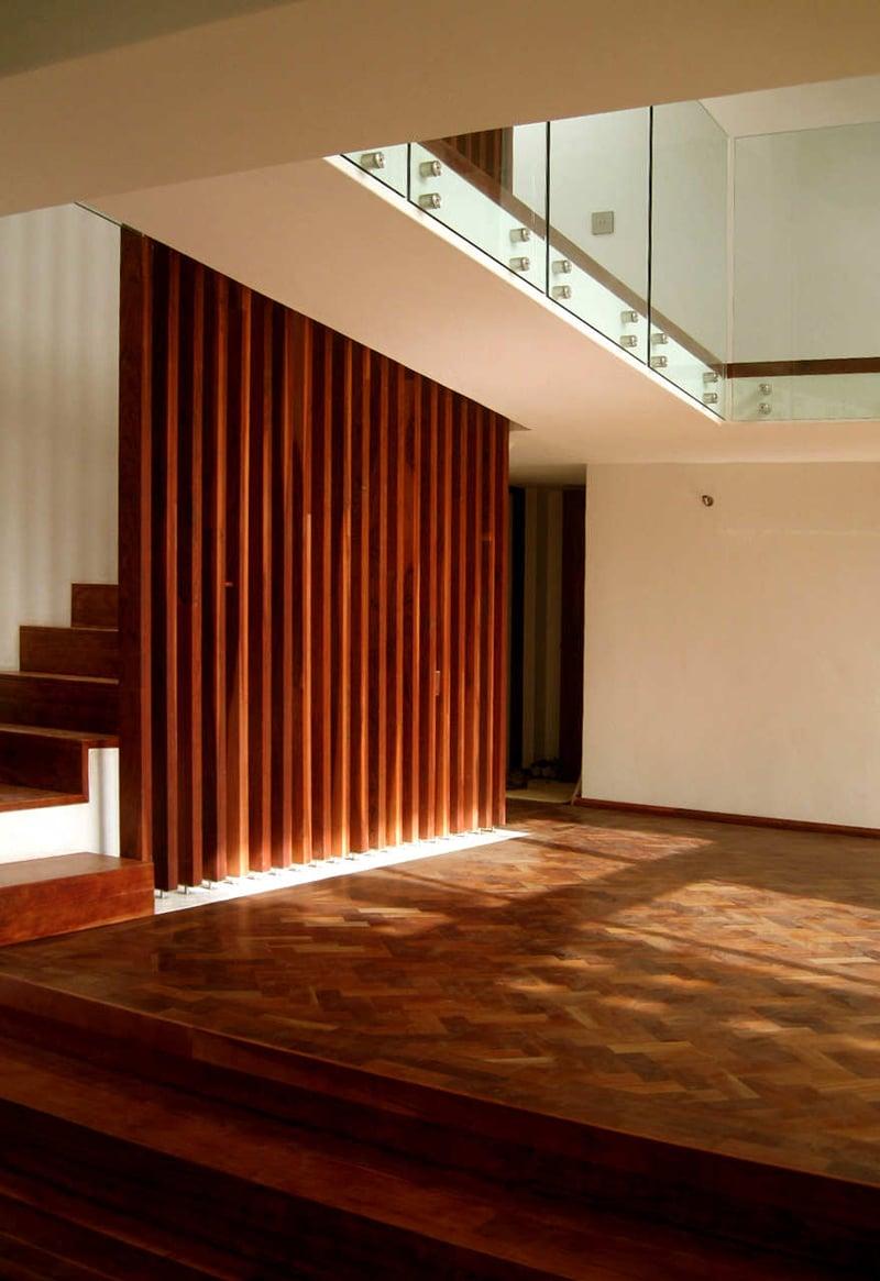Planos de casa de dos pisos construida en terreno cuadrado construye hogar - Escaleras de madera modernas ...