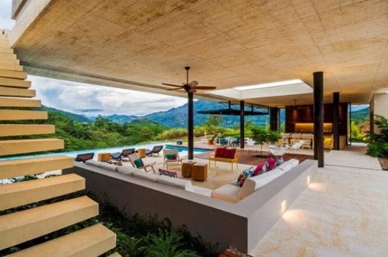 Diseño de interiores de sala grande de casa de campo