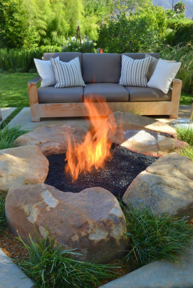 Design of garden with campfire to the center