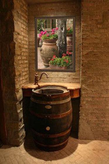 Diseño original de cuarto de baño con lavatorio de barril