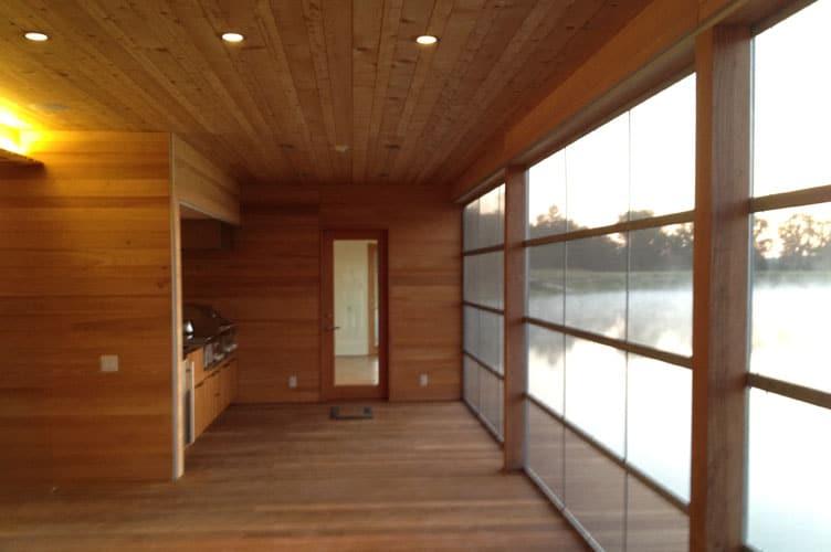 Dise o y construcci n de casa de madera sobre lago - Madera para pared interior ...
