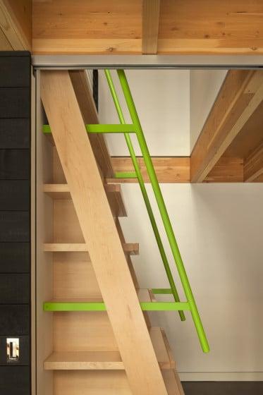 Modelo de escaleras verticales para mezzanine