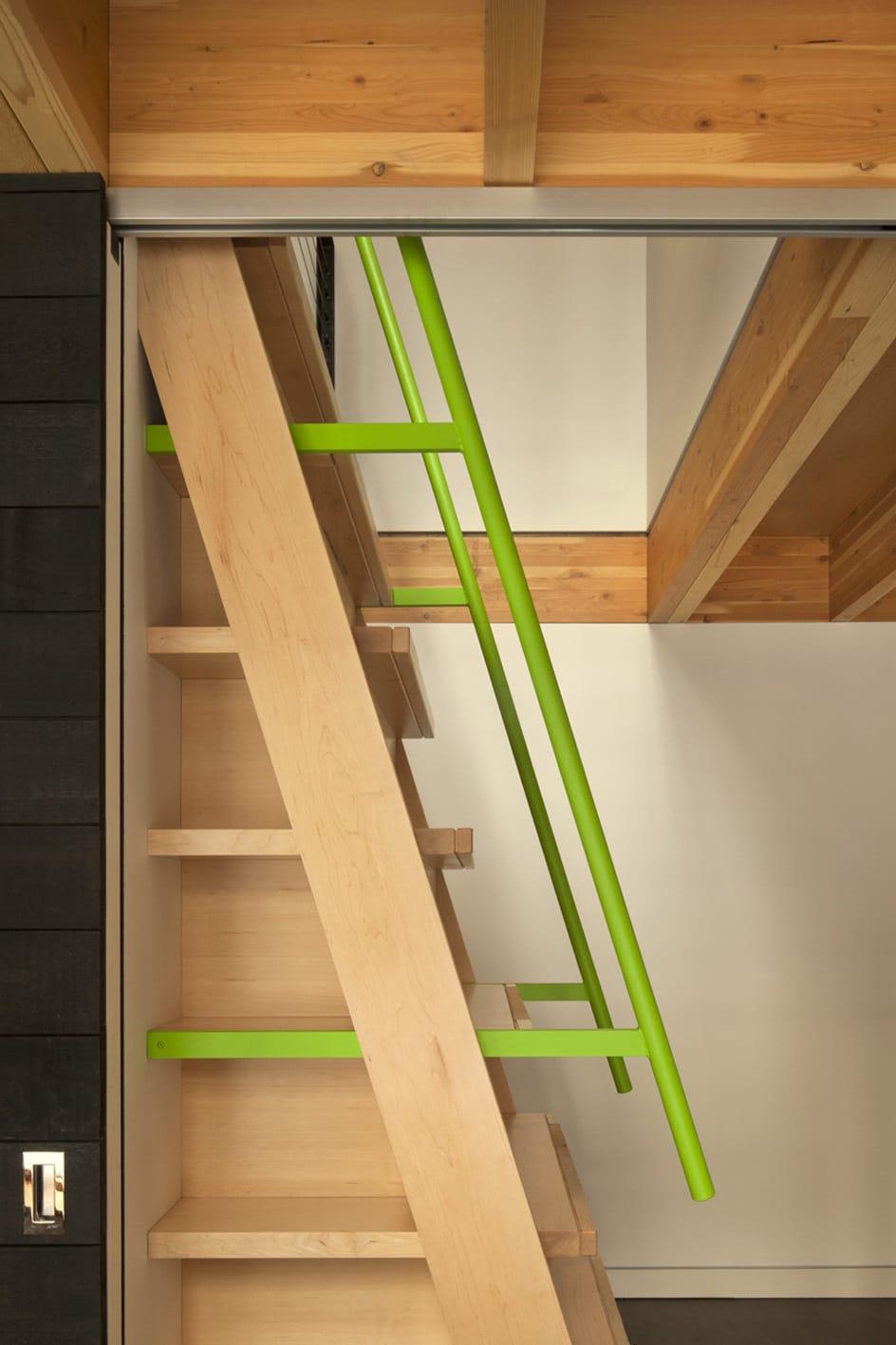 Modelo de escaleras verticales para mezzanine construye for Escaleras verticales