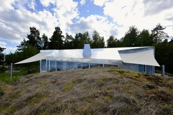 Diseño de casa de aluminio con techos inclinados