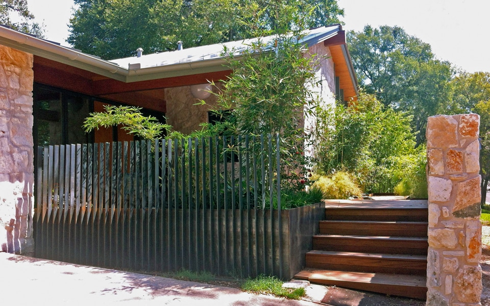 Dise o de casa rural peque a fachada e interiores - Materiales de construccion para fachadas ...