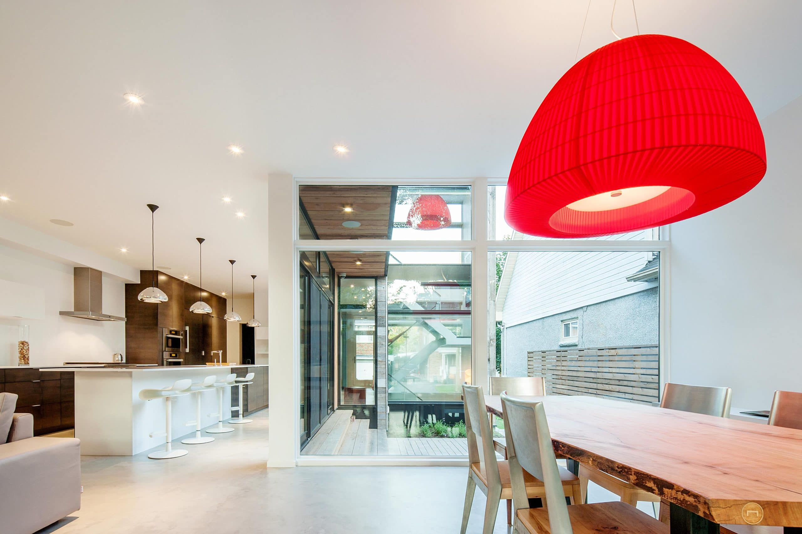 diseo de interiores de cocina comedor moderno con lmpara roja
