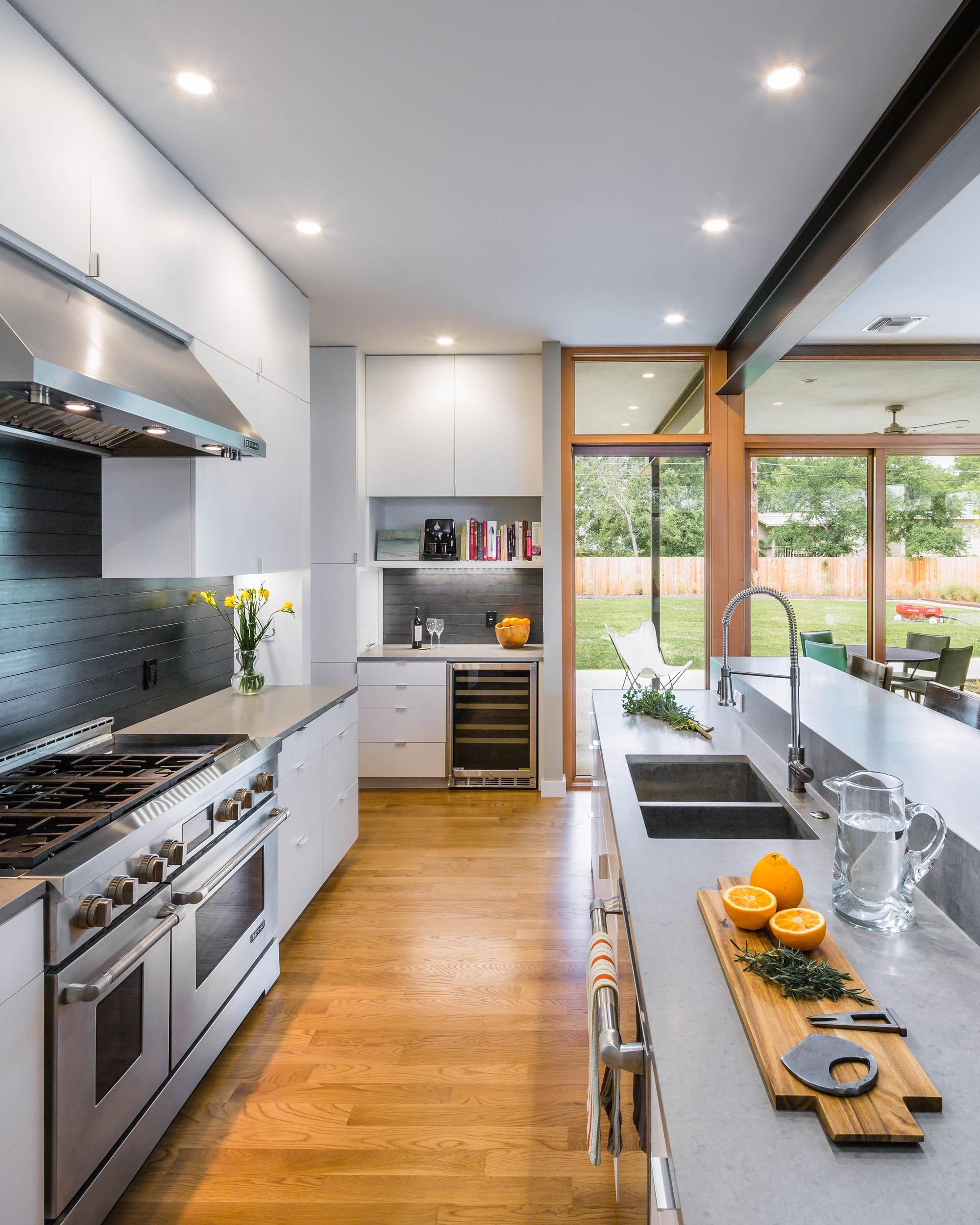 Planos de casa de dos pisos grande fachada e interiores for Pisos para cocina moderna