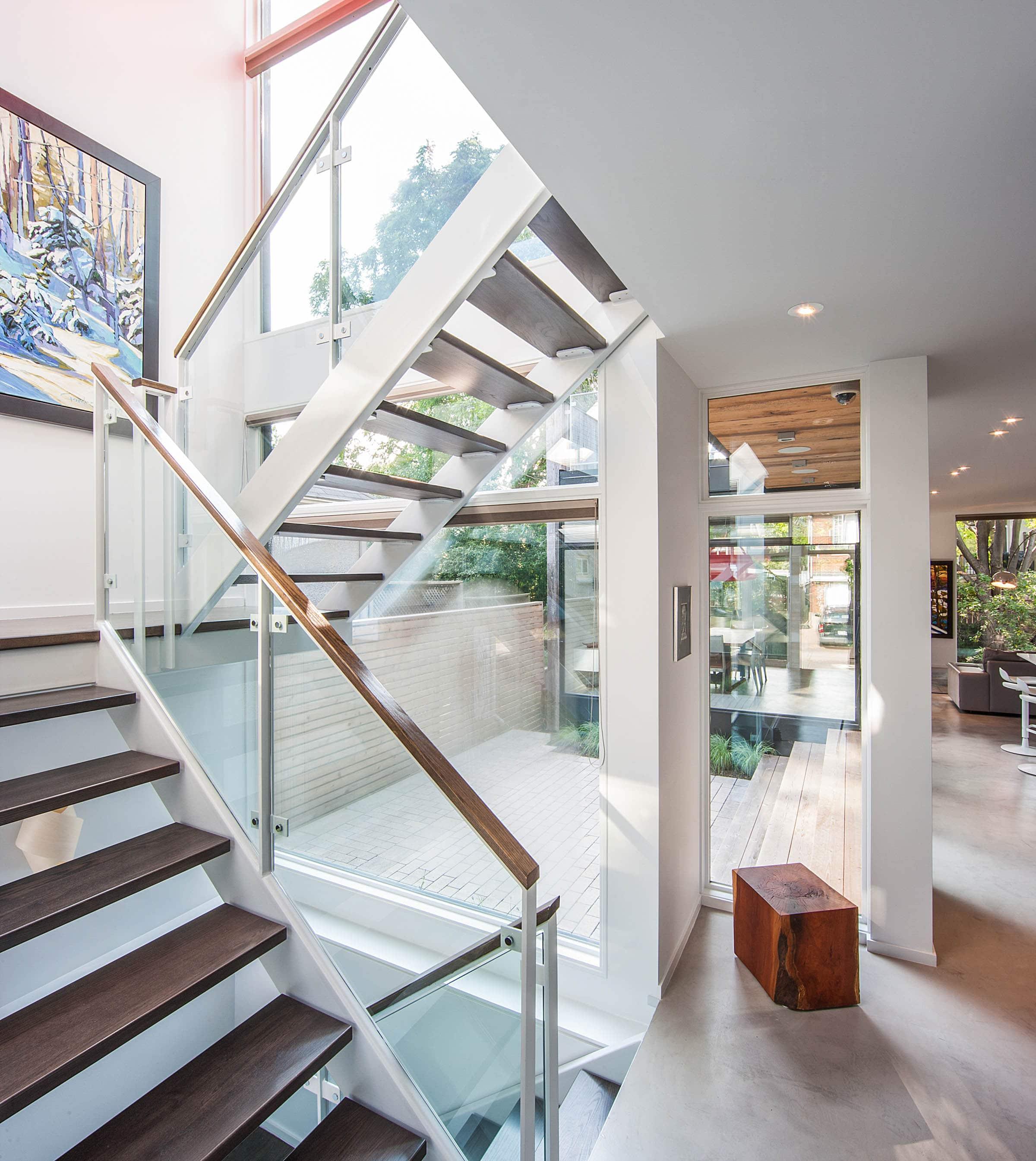 Dise o de casa de dos plantas en esquina fachada e interior construye hogar for Diseno de interiores de casas de dos plantas