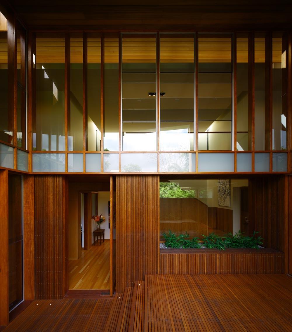 Dise o de casa moderna de dos plantas fachada e - Madera paredes interiores ...