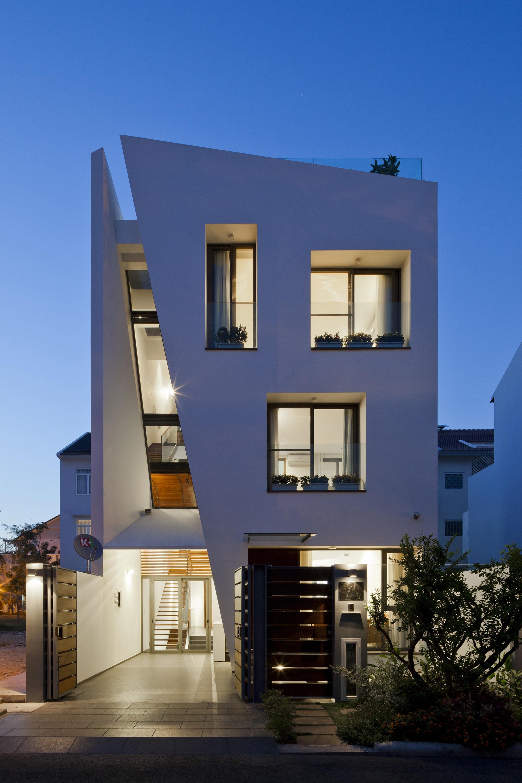Casas de diseo moderno interesting casa pequea diseo for Fachadas de casas modernas de tres pisos
