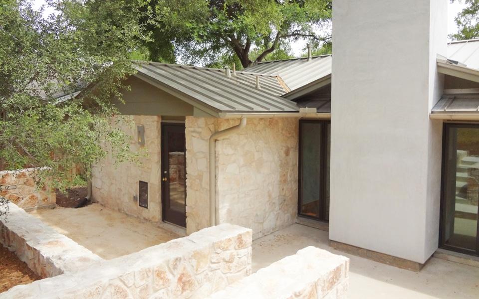 Dise o de casa rural peque a fachada e interiores for Fachadas de piedra para casas pequenas