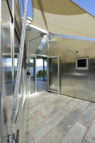 Tela en techo de acceso principal