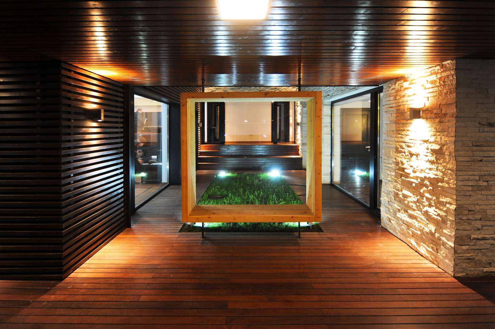 Dise o de casa moderna de dos pisos fachadas y planos for Pisos para interiores casas