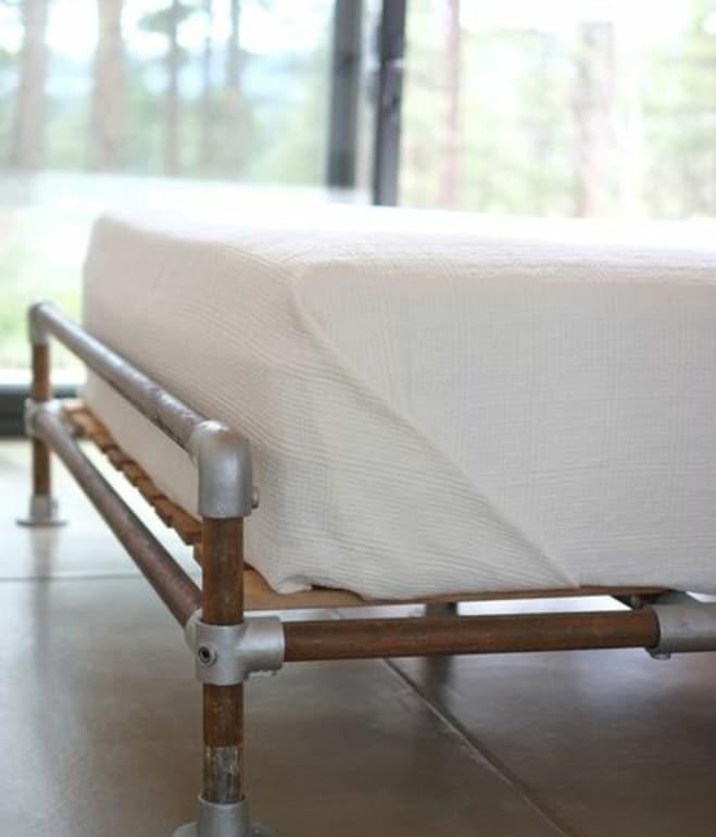Dise o de casa peque a autosustentable fachada e interior for Cosas con tarimas de madera
