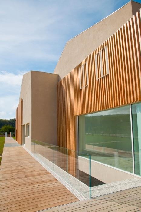 Dise o de casa ecol gica reciclada y uso paneles solares construye hogar - Materiales para fachadas de casas ...