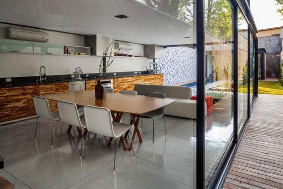 Diseño de comedor de casa delgada