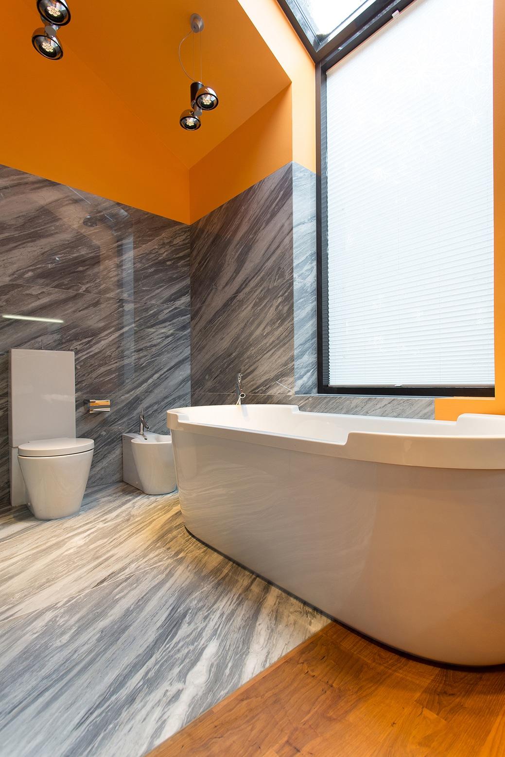 Cuartos De Baño Con Tina:Casa de campo con planos, moderno diseño de fachada con acabados de