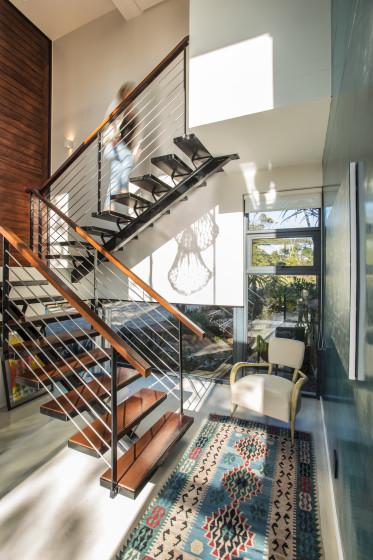 Casa moderna de dos pisos con planos construye hogar for Planos de escaleras de hierro