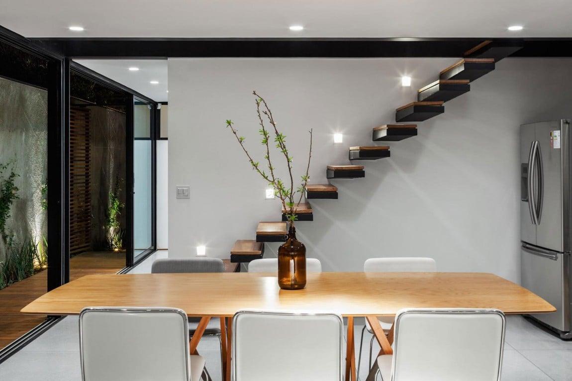 Dise o de casa larga y angosta con planos y fachada for Escaleras 15 metros