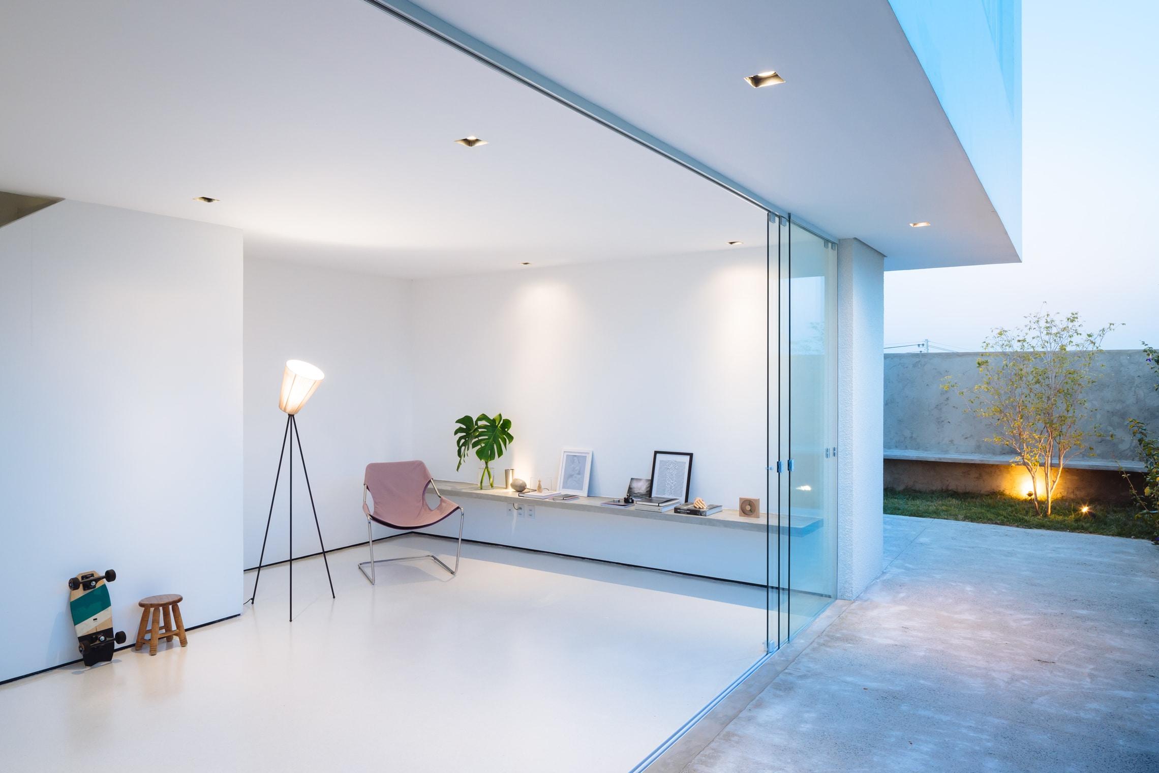 Sencilla casa de dos pisos con planos y dise o de for Disenos minimalistas para casas pequenas