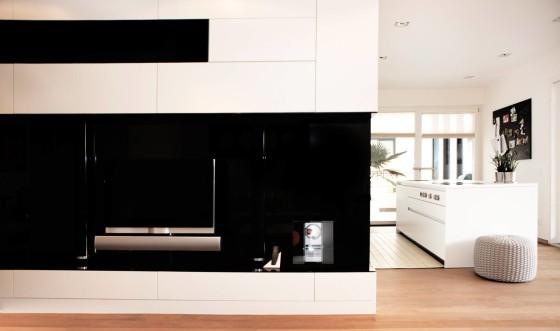 Diseño de interiores de apartamento cn muebles blancos