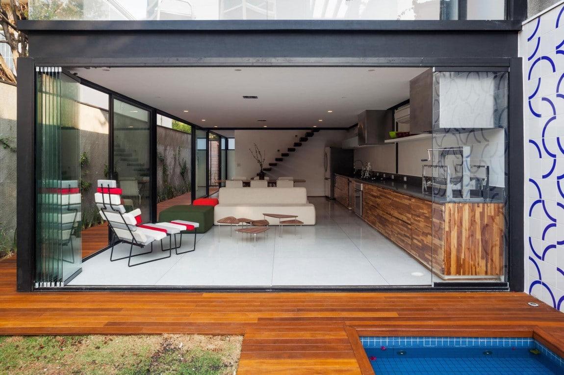 Dise o de casa larga y angosta con planos y fachada for Diseno sala comedor espacios pequenos
