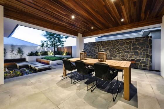 Diseño de terraza estilo con piedra y madera en techos