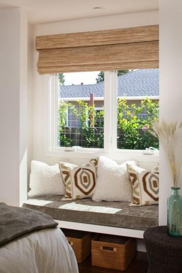 Diseño de ventana con descanso para lectura