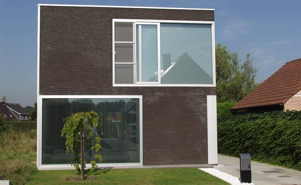 Casa de dos pisos sencilla dise o fachada e interiores for Fachadas de casas modernas de dos pisos sencillas