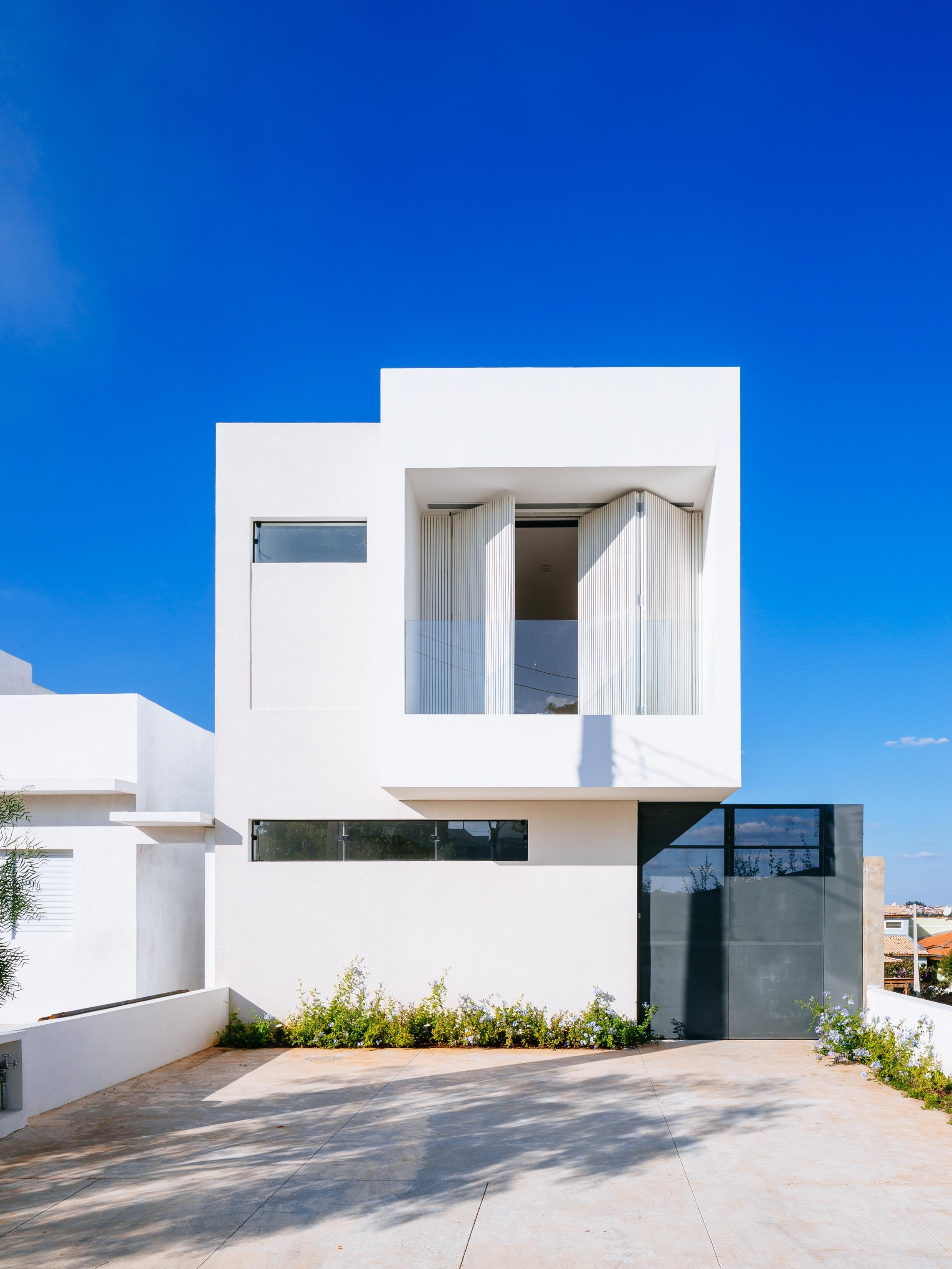 Sencilla casa de dos pisos con planos y dise o de for Fachadas modernas para casas de dos pisos