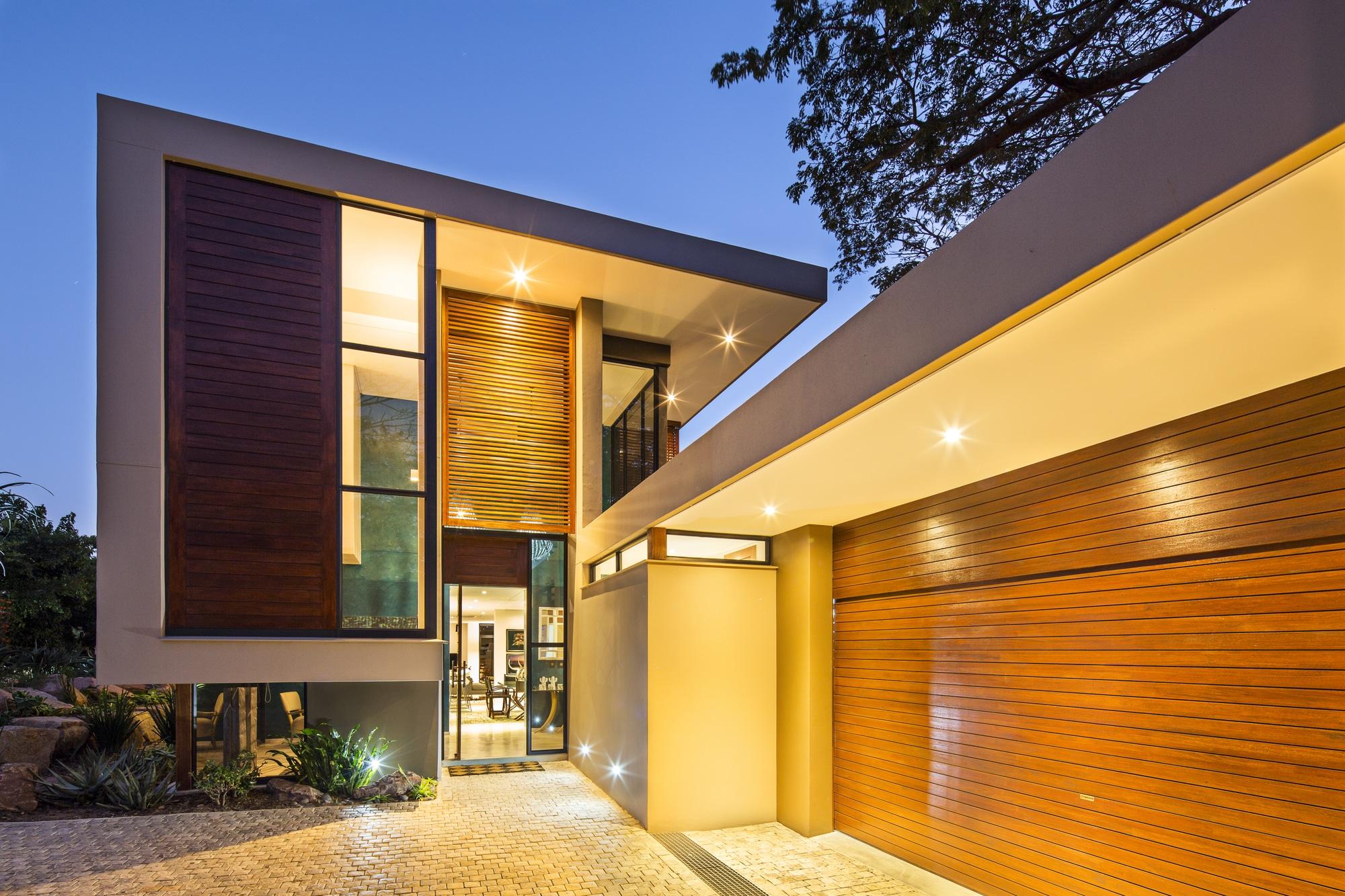 Casa moderna de dos pisos con planos construye hogar for Fachadas modernas para casas de dos pisos