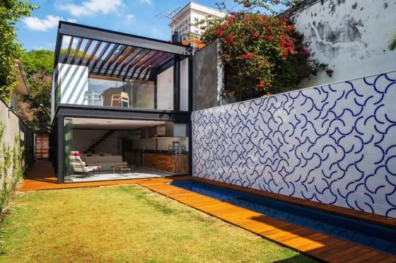 Dise o de casa larga y angosta con planos y fachada for Terrazas 2do piso