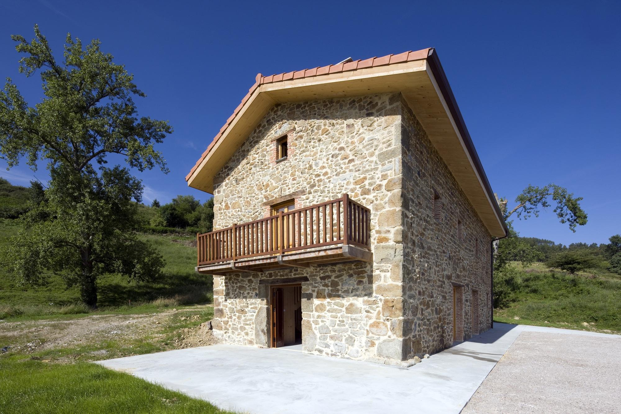 Dise o de casa r stica de piedra planos construye hogar for Fachadas de piedra para casas pequenas