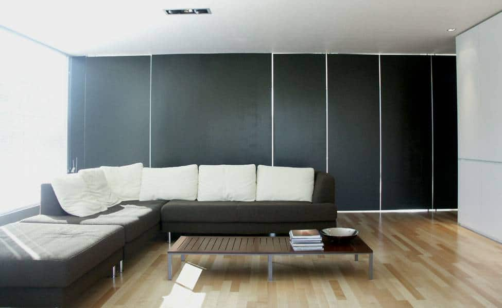 sala de color blanco y negro