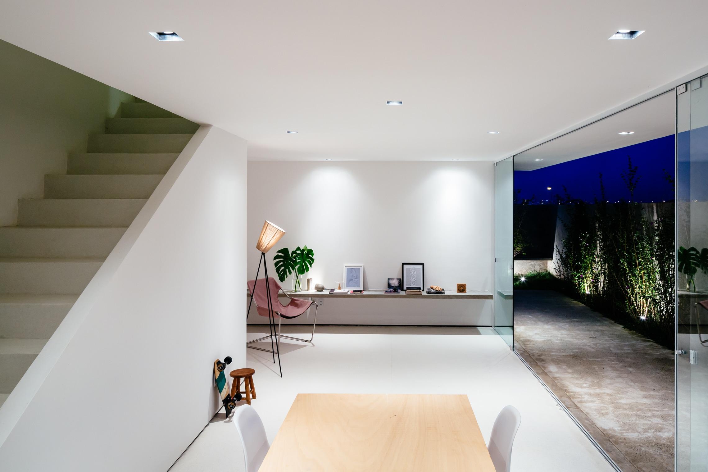Sencilla casa de dos pisos con planos y dise o de for Diseno de casa sencilla