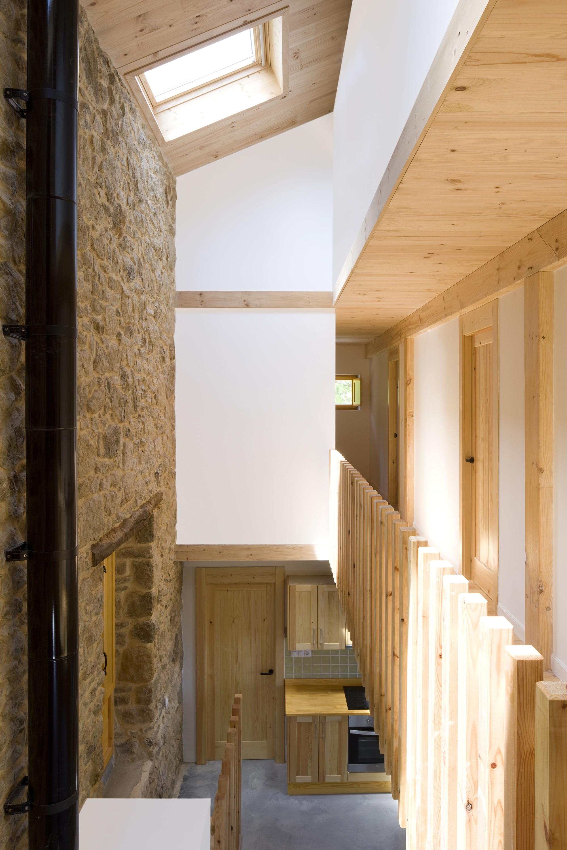 Dise o de casa r stica de piedra planos construye hogar for Cortina para claraboya de techo