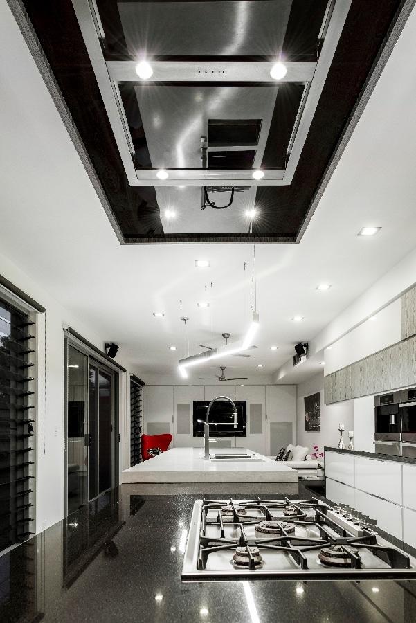 Detalles de dise o de una moderna cocina construye hogar - Luminarias para cocina ...