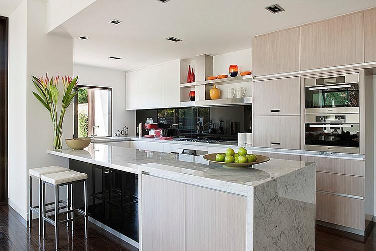 Dise o de casa moderna en esquina fachada e interiores for Cocinas cuadradas con isla