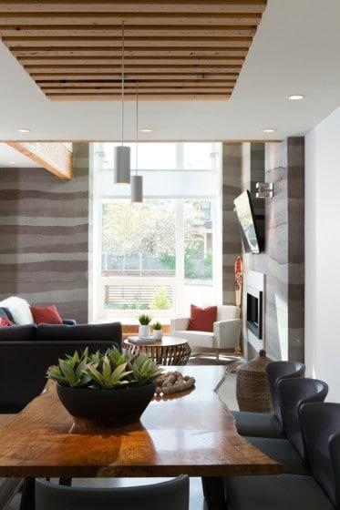 Fachada de casa moderna de dos pisos y dise o de for Casas con cielo falso