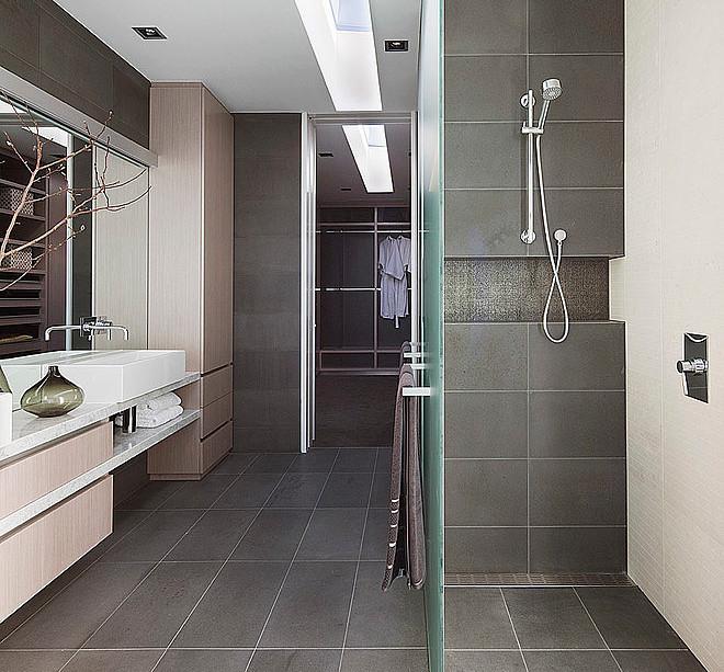 Diseno De Baño De Visitas:Diseño de cuarto de baño moderno con cerámica gris