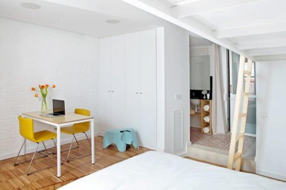 Diseño de interiores de dormitorio de  mini departamento con baño
