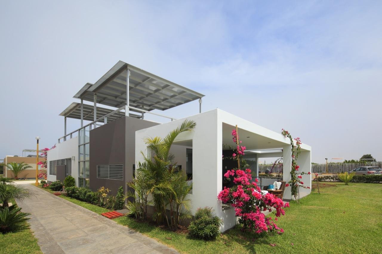 Dise o de casa de una planta con s tano y terraza piscina for Diseno casa en l