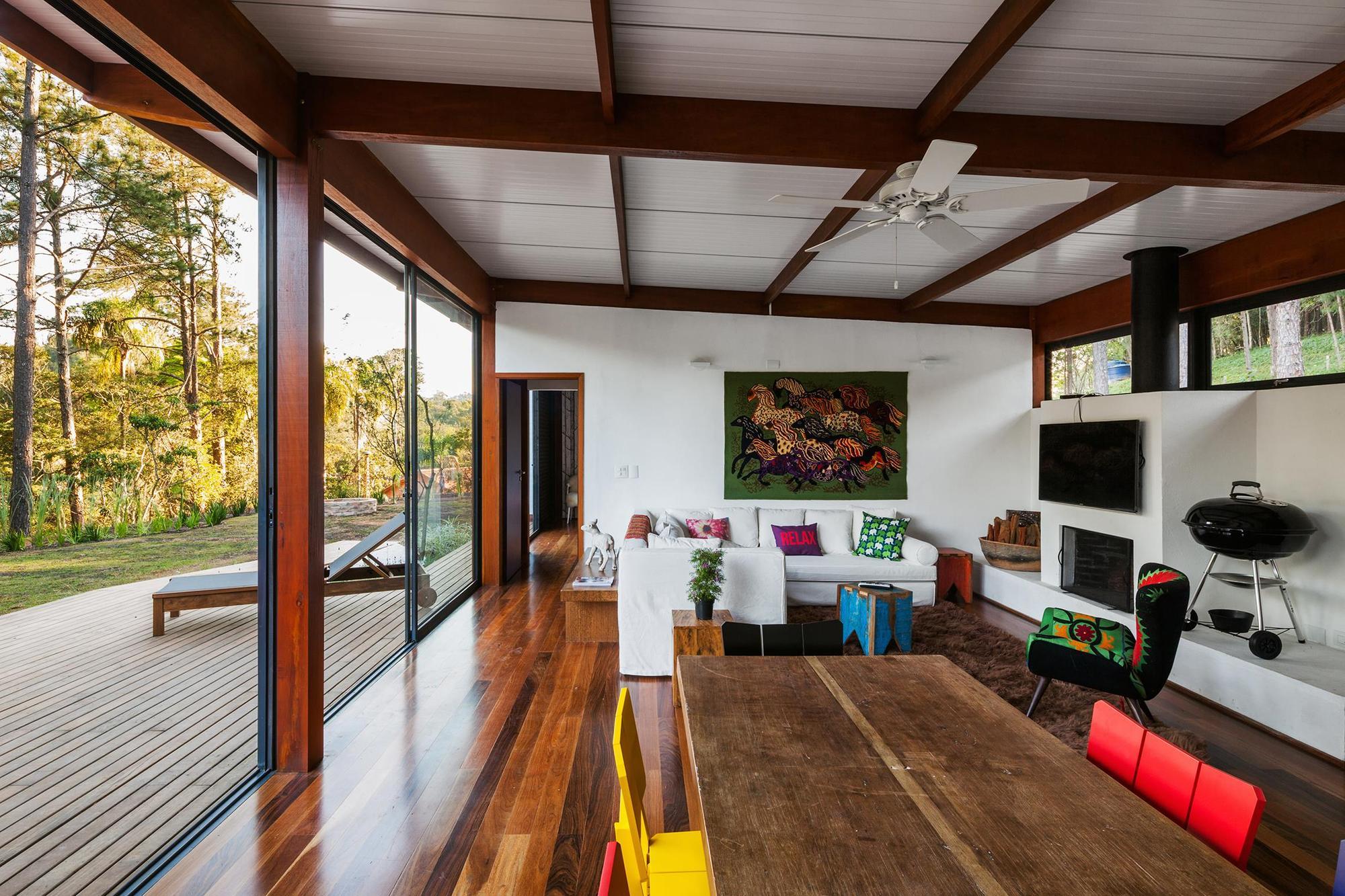 Dise o de casa peque a moderna fachadas y planos for Cielorrasos de casas