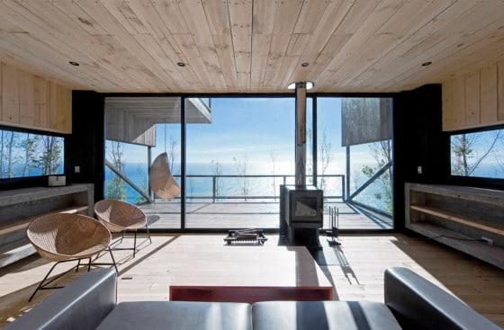 Diseño de sala rústica frente al mar