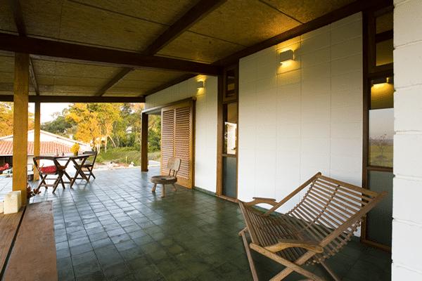Dise o de terraza r stica de peque a casa de campo - Terraza casa de campo ...