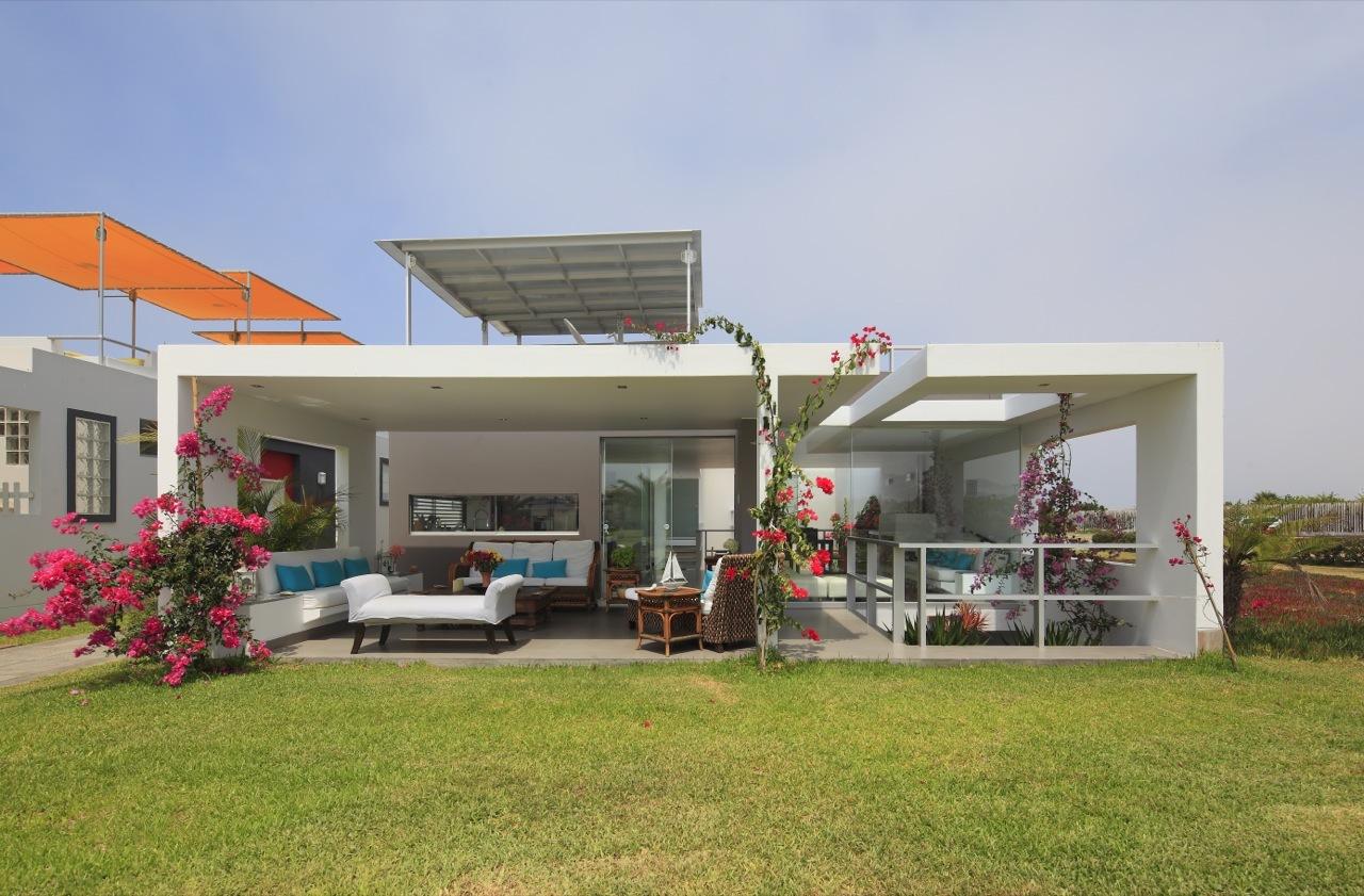 Dise o de casa de una planta con s tano y terraza piscina for Fachadas de casas 1 planta