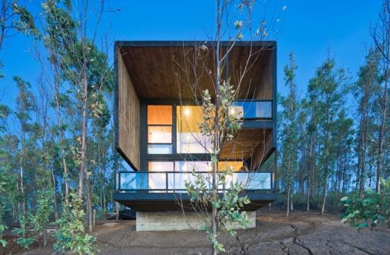 Fachada de casa moderna de dos pisos o plantas