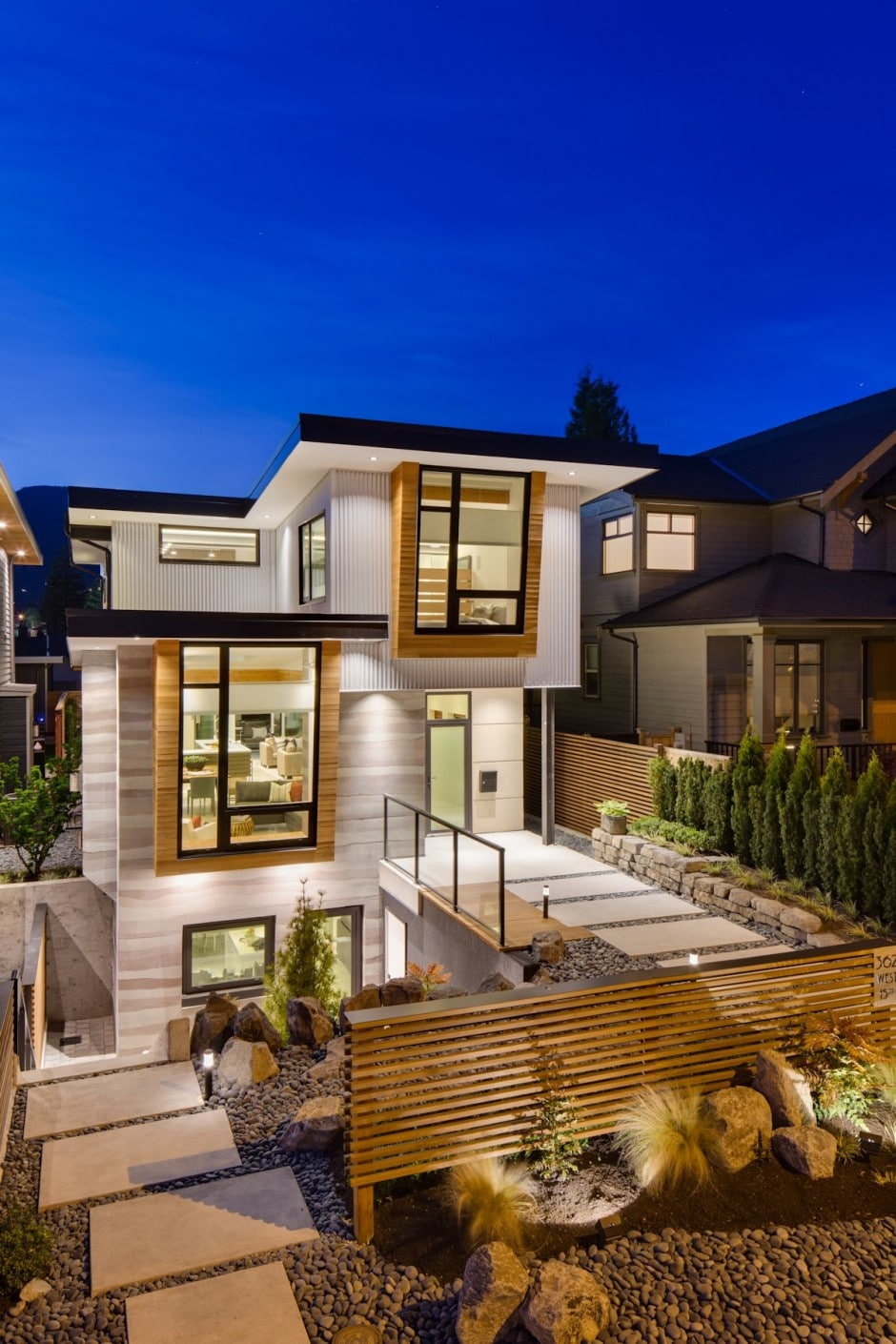 Fachada de casa moderna de dos pisos y dise o de for Casa moderna y lujosa