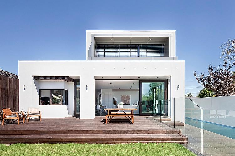 Dise o de casa moderna en esquina fachada e interiores for Fachadas modernas de casas de dos pisos pequenas