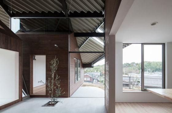 Interior de casa con techo a dos aguas